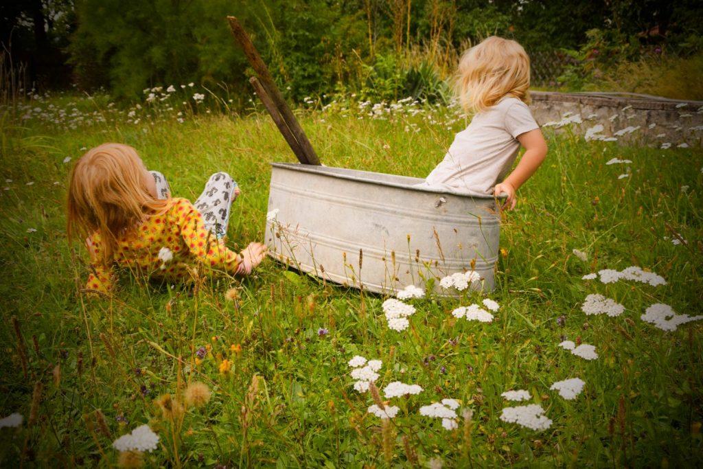 Freies Spielen im Garten
