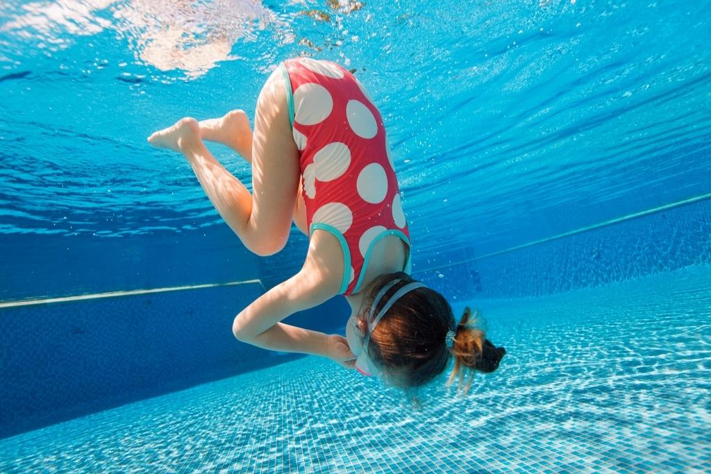 Frei Schwimmen lernen - natürliche Bewegungsentwicklung - Familiengarten