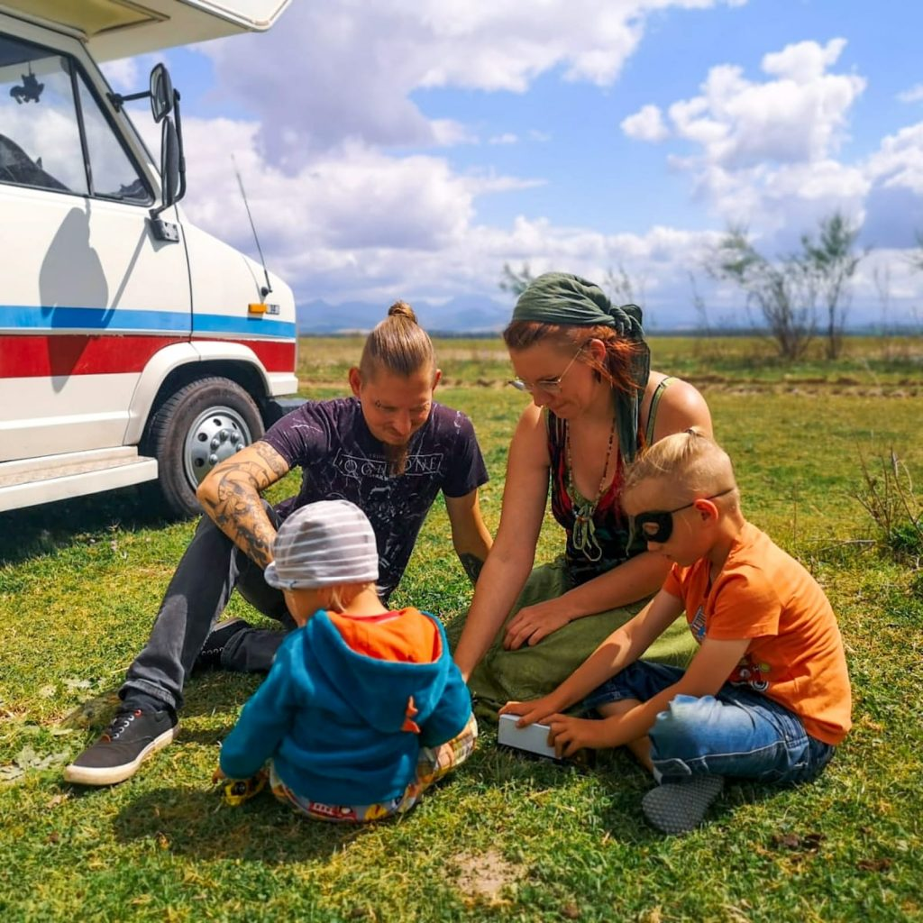 Vanlife mit Kindern - Reisefamilien erzählen - Norse Family - Familiengarten